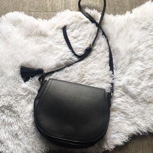 old navy black saddle bag crossbody